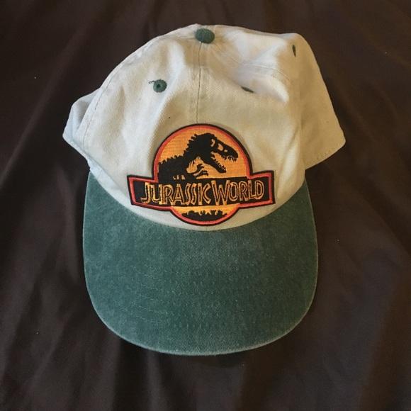 Vintage Jurassic Park hat. M 5920b8144225beddc6015e76 0cc08a7c1f2