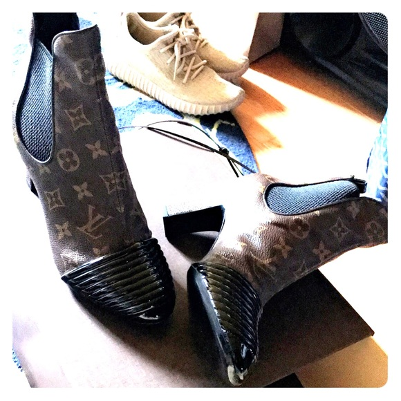 d4ad273afaf8 Boots never used. NWT. Louis Vuitton