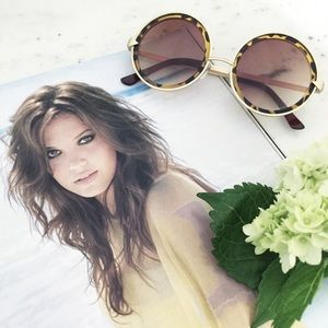 """Erica Rose Accessories - """"Marlie"""" Sunglasses    Brown Tortoise Shell Circle"""