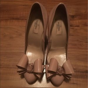 Valentino Shoes - Valentino patent leather bow pumps