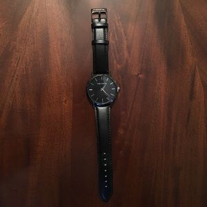 385 Fifth Accessories - Black watch