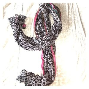 Accessories - 🌺animal print scarf 🌺