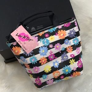 Betsey Johnson Handbags - BETSEY Johnson Daisy lunch bag