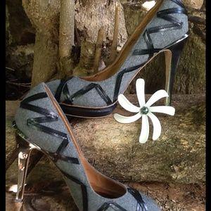 👠L.A.M.B. Closed Toe Heels 👠