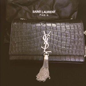 Yves Saint Laurent Handbags - 100% authentic Ysl bag monogramme. Accept 🅿️🅿️