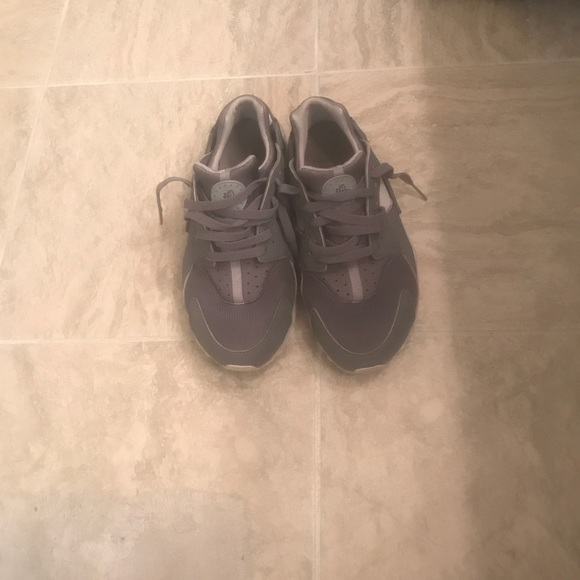 59 shoes huaraches tennis shoes in condition