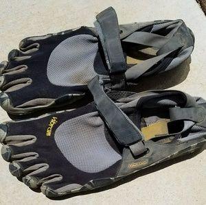Vibram Other - Vibram good condition toe finger shoes size 12