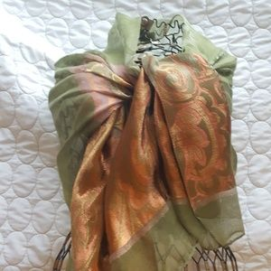 Anthropologie Accessories - 🎉🎉HP 🎉🎉Green / Gold wrap
