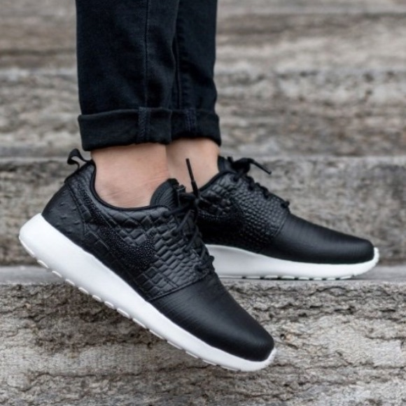 competitive price f6a72 74b5d 💥SALE🆕 Nike Roshe One Black Croc Leather Sneaker