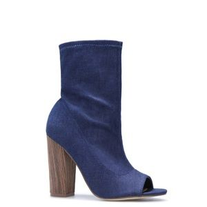 NWOB ShoeDazzle NONI Booties in Denim