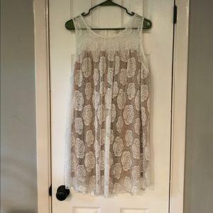 umgee Dresses & Skirts - Boutique Flowy White & Nude Dress