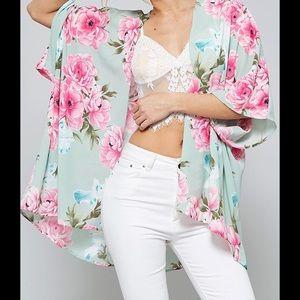 2 Chic Tops - 🇺🇸 SALE ‼️5⭐️ Spring Flower Kimono