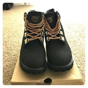 Fuera unir pedal  Best Deals for Timberland Shoes With Gold Chain | Poshmark