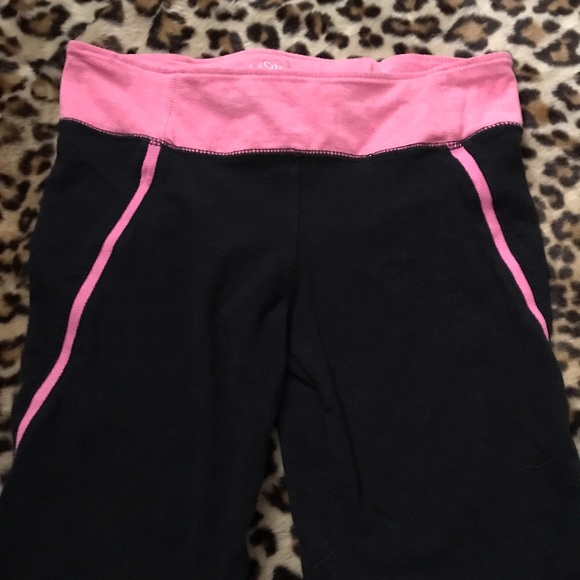 534b039ace0ea7 SO Pants | Kohls Black Pink Skinny Capri Leggings | Poshmark