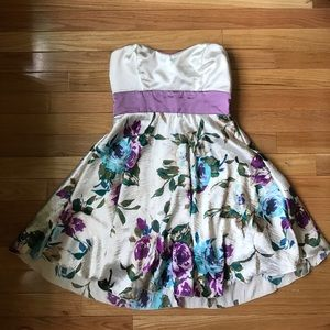 Dresses & Skirts - Strapless floral dress