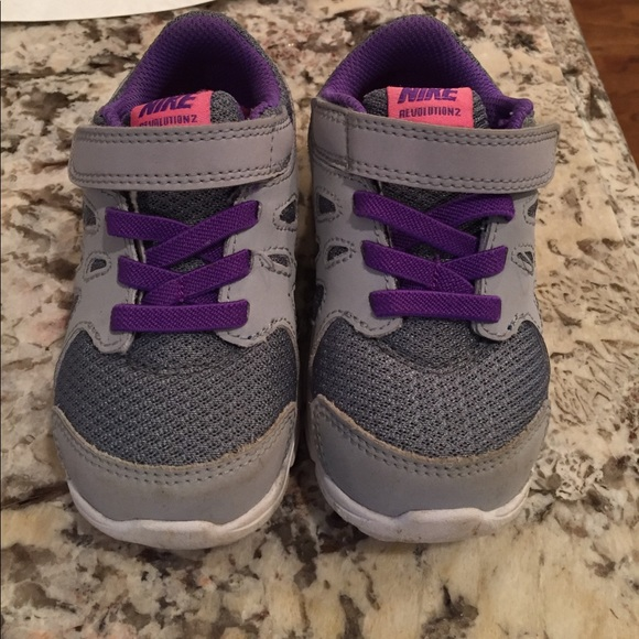 da5b4fbb309ac Nike toddler girls grey purple sneakers sz 6C. M 5921d16f9c6fcfe652099dcf