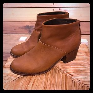 Toms brown leather boots