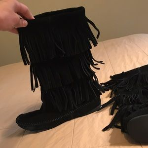Minnetonka Shoes - Minnetonka Fringe Boots size 8
