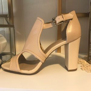 Sole Society Shoes - NWOT Sole Society nude heels