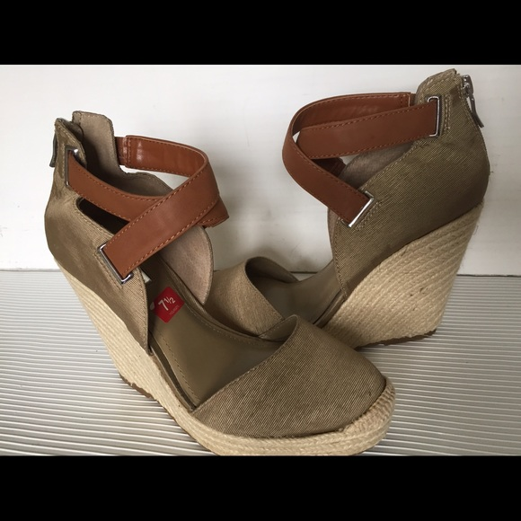 60 Off Bcbgeneration Shoes Bcbg Wedge Sandals Perfect