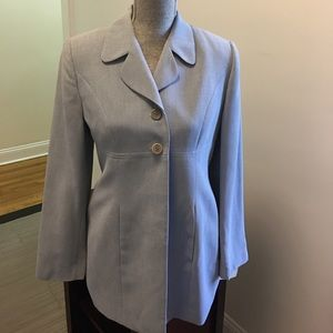 NWT ! light gray top with business jacket sz6 !