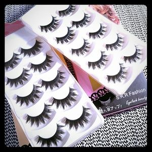 Other - Eyelashes with a free leather makeup pouch