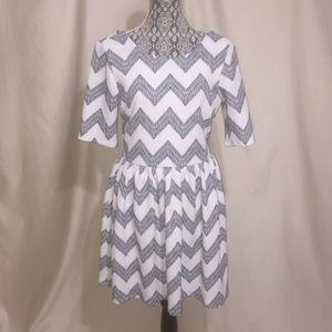 Jodi Kristopher Dresses & Skirts - Jodi Kristopher zig zag print dress