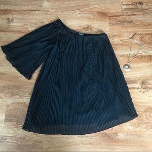 Bisou Bisou Dresses & Skirts - Bisou Bisou One Shoulder Black Dress
