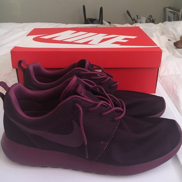 buy popular 60828 b78fb Men's Nike Roshes in burgundy sz 11