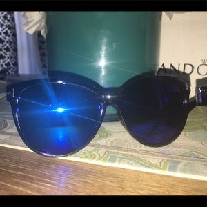 Sunnies Blue Mirrored lens Sunglasses vacation