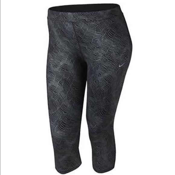 ce443ab415 NWT Nike plus size running Cropped tights