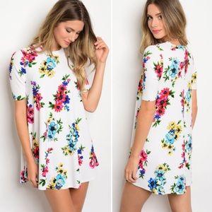 Dresses & Skirts - New! S-L White Floral flirty mini dress