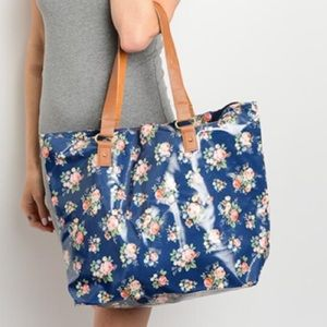Handbags - Arrived! Navy Floral beach tote