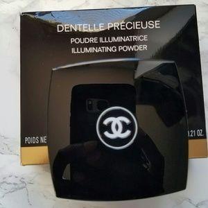 •CHANEL• LE Dentell Precieus Highlight Powder.