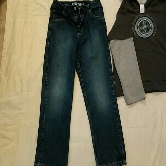 Choose from boys' skinny jeans, standard, husky and extended size. Boys' jeans also come in a range of stylish cuts. For a classic look, you can outfit your boy in straight leg jeans, or make him feel more comfortable with relaxed fit jeans.