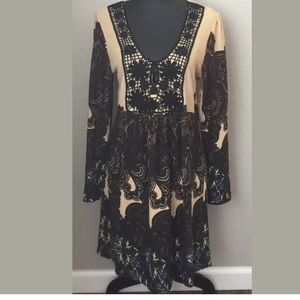 Aryeh Dresses & Skirts - Aryeh large long sleeve dress tan/brown paisley