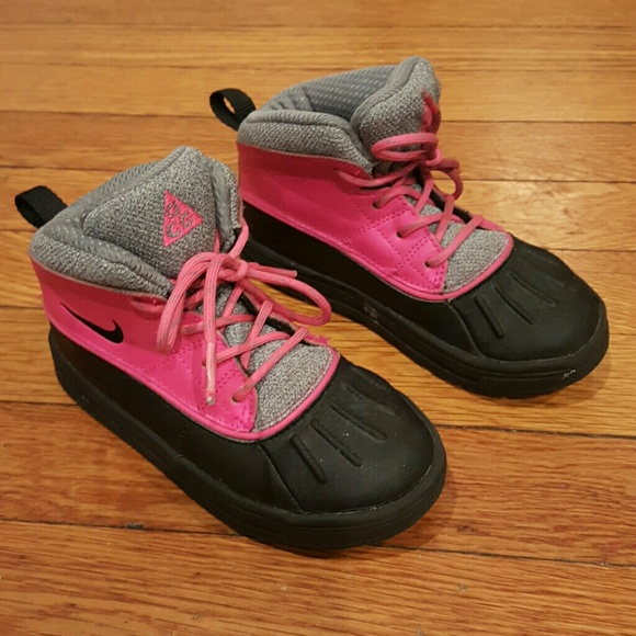 NIKE ACG DUCK BOOTS PINK SIZE 10C GIRLS