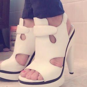 💯Authentic Balenciaga white heels