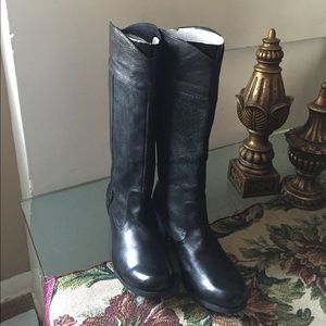 UGG Shoes - NEW UGG CASSIS. Without box