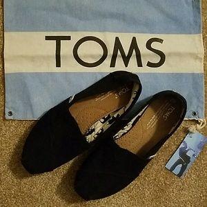 TOMS Shoes - Black Toms size 7