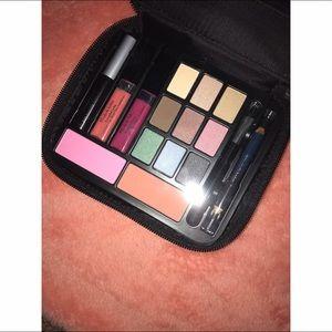 Elizabeth Arden Other - < Elizabeth Arden Makeup Kit >