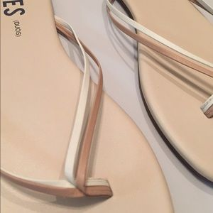 Tkees Duos - Nude Flip Flops - New (Tried in on