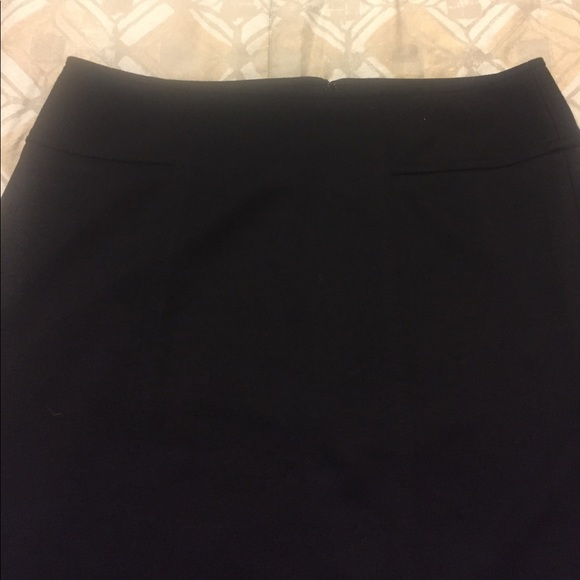 LOFT Skirts - Loft Black Pencil Skirt - Size 2