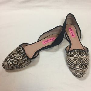Betsey Johnson Shoes - Betsey Johnson Cocoh black woven flat size 7.5