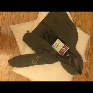 Hawke & Co Jackets & Blazers - Cropped army green fur-lined jacket