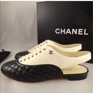 💯authentic Chanel quilted cut out sling back