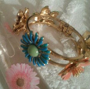 Jewelry - 🆕   Super Cute Corsage Bracelet