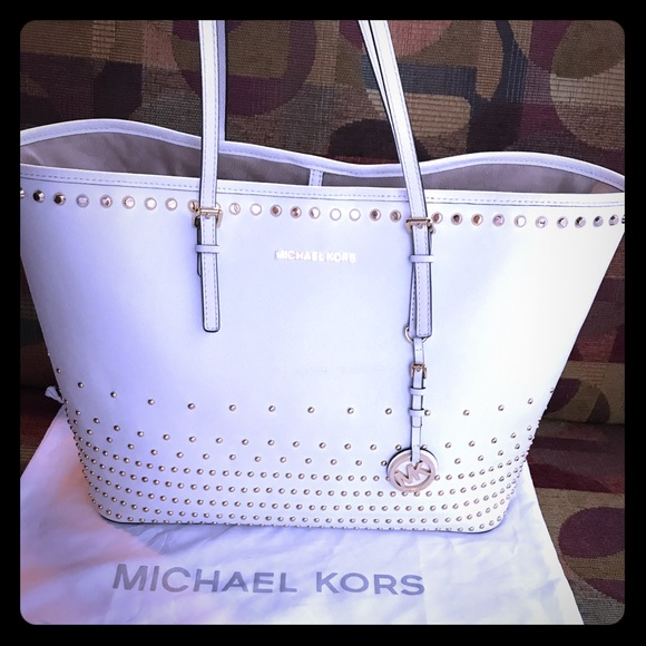 95913a03042cf3 Michael Kors Jet Set Travel Stud Optic White. M_5922d98f4e8d17339b0bad94