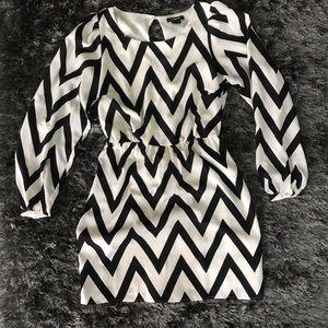 My Michelle Dresses & Skirts - 🥑My Michelle Black and White Chevron Dress🌼