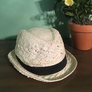 White whicker hat